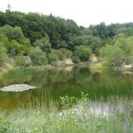 15 Ein schöner See in einem aufgelassenen Steinbruch