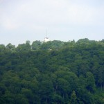 24 Auf dem Rotstein mit Blick zum Volkmarsberg dort scheint die Sonne